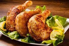 Mit diesem Rezept punktet man nicht nur bei Kindern, auch Erwachsene lieben gebratene Hühnerkeulen. Man kann sie super vorbereiten, einfach mal ausprobieren.