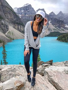 fall outfits winter outfits via Cute Hiking Outfit, Summer Hiking Outfit, Spring Outfits, Winter Outfits, Casual Outfits, Sport Outfits, Banff, Camping Outfits For Women, Wrap Sweater