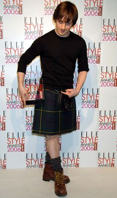 James McAvoy... in a kilt... being sassy... *iz ded*