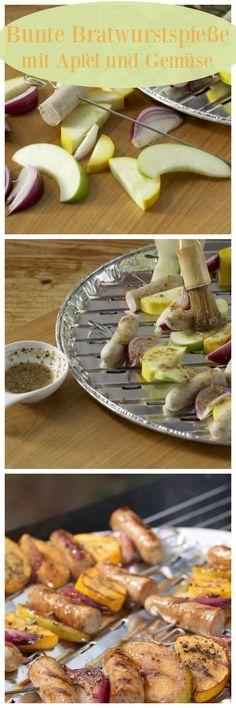 Für die Spieße werden Bratwürste, Zucchini, Zwiebel und Apfelspalten aufgespießt und 8-10 Minuten auf dem Grill gegart: Bunte Bratwurstspieße mit Apfel und Gemüse | http://eatsmarter.de/rezepte/bunte-bratwurstspiesse