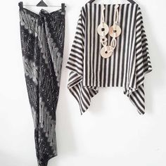 Modern Hijab Fashion, Batik Fashion, Muslim Fashion, Modest Fashion, Fashion Outfits, Kebaya Lace, Kebaya Dress, Batik Kebaya, Model Kebaya Modern