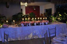 boda maria ximena y alfredo, mesa principal, mesa de los novios, decoracion boda, decoracion matrimonio, centro de mesa, center piece, decoracion con velas, brisero