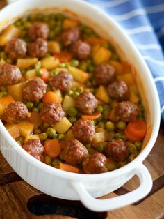 Sebzeli Fırında Köfte – PelinChef Easiest Baked Meatball Recipe with Vegetables. Read the recipe to see how the meatball with vegetables is made and what the ingredients are. Juicy Meatball Recipe, Meatball Recipes, Meat Recipes, Seafood Recipes, Dinner Recipes, Healthy Recipes, Turkish Recipes, Italian Recipes, Easy Baked Meatballs