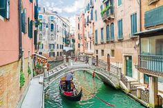 Known for its romantic gondola rides, the city of Venice, Italy, has been sinking for years with severe floods becoming more common over the last few years. 20 popular tourist sites you should see before they disappear Best Honeymoon Destinations, Romantic Destinations, Holiday Destinations, Travel Destinations, 2 Weeks In Italy, Tourist Sites, Regions Of Italy, Places In Europe, Pula