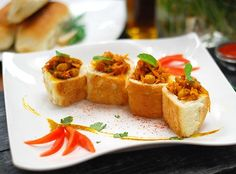 South African Bunny Chow, South African Dishes, South African Recipes, Ethnic Recipes, Birthday Plan Ideas, Come Dine With Me, Cocktail Parties, Anniversary Ideas, 21st Birthday