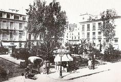 Año 1900. Una de las primeras fotografías de la Plaza de la Constitución (hoy, Portal de Elche)- LA PUERTA DE TANNHAUSER