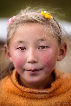 """""""The World In Faces"""": Photographer's Incredible Portraits Of People Who Live In Some Of The Most Remote Corners Of The Earth - Remote Photos We Are The World, People Around The World, Pretty People, Beautiful People, Poses, Face Drawing Reference, Photographie Portrait Inspiration, Pictures Of People, Photographs Of People"""