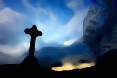 Da steht ein Kreuz in einem weiten Land. Es ist entrückt von der Wirklichkeit. In diesem Bild bekommt Gott ein Gesicht. Er betrachtet seine Welt. Das Grundbild ist eine Landschaft in Neuseeland. Dann habe ich das Kreuz hineinkopiert. Alles mit einem Schleier in die Unschärfe gerückt. Das Gesicht an den Rand gesetzt. Für mich ist das Bild geprägt von Angst und Hoffnung gleichermaßen. Angst, Drop Veil, New Zealand, God, Crosses, Landscape, Face, Photo Illustration