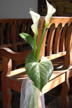 Resultado de imagen para arreglos florales para iglesia comunion
