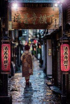Hozenji Topocho Alley . Un a hermosa calle histórica en Osaka, donde se come deliciosos alimentos. #osaka #japon #hozenjitopocho #comer #historica