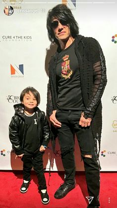 Criss Angel and Son Criss Angel Believe, Criss Angel Mindfreak, Stage Show, Angel Pictures, Suit And Tie, Celebs, Celebrities, The Magicians, The Dreamers