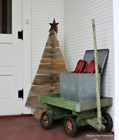 Off-Beat Pallet Wood Christmas Tree Ideas for a Unique Flair to the Celebration Days Of Christmas Song, Christmas Post, Christmas Projects, All Things Christmas, Christmas Holidays, Christmas Decorations, Christmas Ideas, Christmas Wreaths, Pallet Wood Christmas Tree
