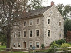 A very pretty old stone house. Old Stone Houses, Old Houses, Exterior Design, Interior And Exterior, Stone Exterior, Stone Siding, Stone Cottages, Historic Homes, Architecture