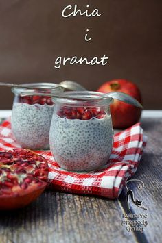 Zdrowe śniadanie: pudding chia z granatem - New Ideas Sweets Recipes, Cooking Recipes, Healthy Recipes, Chia Pudding, Fruit Smoothies, China, Food Inspiration, Clean Eating, Food Porn