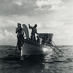 Galeota de Nosso Senhor dos Navegantes partindo para o mar em Salvador, Bahia – fotografia de 1949 de Pierre Verger.   Veja mais em: http://semioticas1.blogspot.com.br/2015/04/olhar-estrangeiro-no-candomble.html
