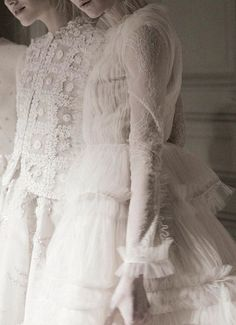 Valentino HauteCouture Spring2013 Reminds me of what the Edwardian ladies wore. And is reminiscent of the Romanov girls costumes.