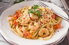 Best Tomato Recipes Linguini With Garlicky Shrimp and Fresh Tomatoes Recipe - Genius Kitchen - Adopted from Weight Watcher's From Pantry to Plate, Easy Meals from Food You Keep on Hand. Part of the Cookbook Swap Fall Partner ALSKANN Best Shrimp Recipes, Seafood Recipes, Cooking Recipes, Dinner Recipes, Yummy Recipes, Fish Recipes, Pasta Recipes, Dinner Ideas, Lobster Recipes