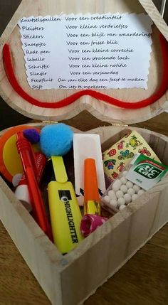 Voor afscheid meester en of juf Diy And Crafts, Crafts For Kids, Everything And Nothing, Secret Santa, School Teacher, Teacher Gifts, Make Your Own, Diy Gifts, Projects To Try