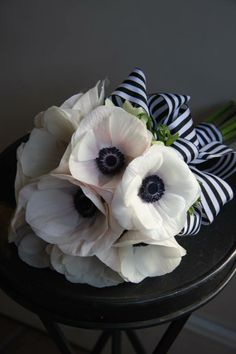 loving this black and white ribbon treatment for an anemone bouquet
