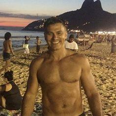 Leonardo Vieira é vítima de ataques homofóbicos na web após beijo em homem #Ator, #DezMandamentos, #Ego, #Erro, #Facebook, #Famosos, #Festa, #Gay, #Hoje, #Mundo, #Noticias, #Novela, #OsDezMandamentos, #QUem, #Record, #RioDeJaneiro, #Show, #True, #Tv, #Twitter http://popzone.tv/2017/01/leonardo-vieira-e-vitima-de-ataques-homofobicos-na-web-apos-beijo-em-homem.html