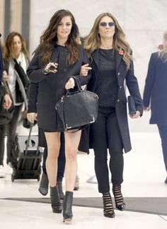 Elizabeth Hurley & Alexandra Park - Leaving Sirius Radio in New York City, November Alexandra Park, Elizabeth Hurley Style, Outfits and Clothes. Night Outfits, Fall Outfits, Fashion Outfits, Royal Tv Show, Alexandra Park, Eleanor, Elizabeth Hurley, Office Fashion, Star Fashion