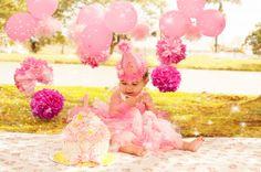O Smash The Cake da Maria Isabel foi feito com cores delicadas para uma princesa como ela! A Maria não gostou do chantilly, mas amou o pão de ló! Bolo: Marcia Rubick