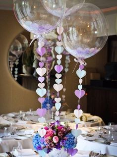 Balloon centrepiece / table decoration with heart strings for a wedding / anniversary party. Party Table Centerpieces, Wedding Balloon Decorations, Diy Baby Shower Decorations, Balloon Centerpieces, Wedding Balloons, Birthday Decorations, Centerpiece Ideas, Centerpiece Wedding, Wedding Table