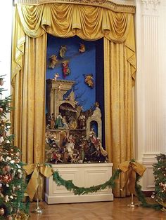 The White House Nativity Scene.wonder why the 'seperation of state and church' folk haven't made a fuss over the White House displaying a creche? White House Christmas Tree, Christmas Holidays, Christmas Decorations, Holiday Decor, Church Decorations, Christmas Angels, Outdoor Nativity Scene, Nativity Scenes, White Rooms