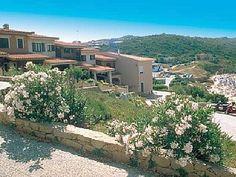 Villetta Nanni Teresa - Ville a schiera centrali e fronte spiaggia Rena Bianca Case vacanze in Santa Teresa di Gallura da @homeaway! #vacation #rental #travel #homeaway