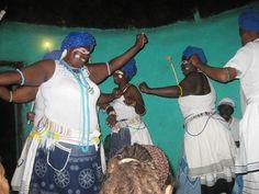 In landelike gebiede, waar dikwels groot armoede heers, is toerisme 'n bron van inkomste vir die gemeenskap Xhosa, Van, Culture, Vans