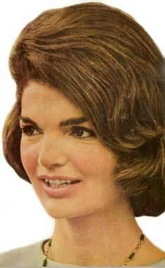 Nadire Atas on Jacqueline Kennedy Onassis Jackie Kennedy Style, Jacqueline Kennedy Onassis, Les Kennedy, Long Pictures, American Legend, Halloween Hair, American Presidents, Timeless Beauty, Beautiful People