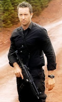 "Alex O'Loughlin as Steve McGarrett in ""Hawaii 5-0."" probably my favorite picture of him! hottest cop ever!"