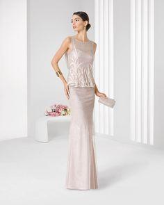 Vestido de tule sedoso com brilhantes e transparência. Coleção 2016 Rosa Clará Cocktail