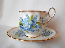 Rosina Bone China Tea Cup and Saucer Forget Me Not Ruffled Rim Footed Gold Trim Tea Sets Vintage, Vintage Cups, Cup And Saucer Set, Tea Cup Saucer, Bone China Tea Cups, Fun Cup, My Cup Of Tea, Drinking Tea, Tea Time