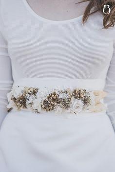 Añade un toque diferente a tu vestido de novia con un cinturón. Color Menta, My Perfect Wedding, Sash, Embroidery, Detail, Blouse, Accessories, Ideas Para, Belts