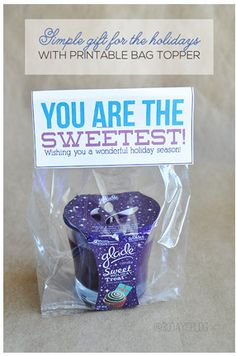 Free Printable Of The Day - Thirty Handmade Days has created a free printable bag topper to go along with the Glade Winter Collection Sweet Holiday Treat fragrance.