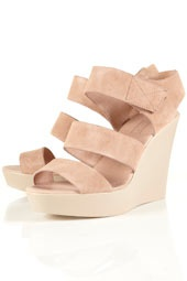 These simple wedges + The Sophia (Style #11001) = the perfect date night!