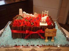 おふたりの思い出の桜木町と横浜中華街をケーキの上に。