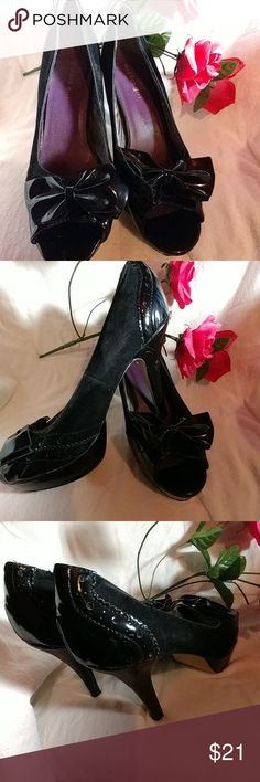 Women's size 10 MADDEN GIRL high heeled black shoe Women's size 10 MADDEN GIRL high heeled black shoes with an open toe. These shoes are made of shiny and soft material with a bow on each toe. These shoes would be gorgeous with any outfit of your choice. Any questions please feel free to contact me.💜 Madden Girl Shoes Heels