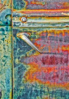 La rouille est un artiste ! / Rust is an artist ! / Photo by Robert Jensen. Painting Inspiration, Color Inspiration, Rust Never Sleeps, Rust Paint, Peeling Paint, Rusty Metal, Rust Color, Abstract Photography, Texture Art