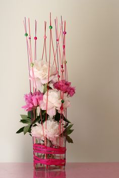 Composition florale avec pivoines