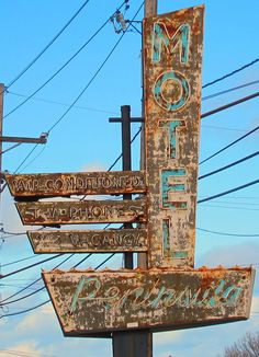 #boulderinn Old Neon Signs, Vintage Neon Signs, Old Signs, Abandoned Houses, Abandoned Places, Environmental Graphic Design, Environmental Graphics, Station Essence, Roadside Attractions