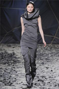 Sfilata Gareth Pugh Paris - Collezioni Autunno Inverno 2012-13 - Vogue
