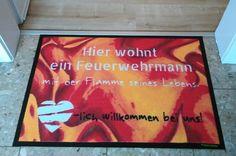 Echte Feuerwehrmänner brauchen echt lässige Feuerwehrmatten. #Fussmatte #Feuerwehr #Flamme #Liebe #matmaker - zu den Mattenvorlagen: https://www.matmaker.at/de/Deine-Fussmatte:-selbstgestalten.html?patterngroup=452