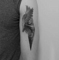 Icarus tattoo on the left bicep. Icarus tattoo on the left bicep. Icarus Tattoo, Neue Tattoos, Body Art Tattoos, Sleeve Tattoos, Statue Tattoo, Trendy Tattoos, Tattoos For Guys, Cool Tattoos, Tatoos
