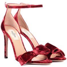 Valentino Valentino Garavani Velvet Sandals (11.187.620 IDR) ❤ liked on Polyvore featuring shoes, sandals, heels, red, valentino shoes, velvet shoes, red velvet shoes, valentino sandals and velvet sandals