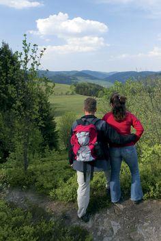 Natur genießen: Erlebt vier der schönsten Wanderwege im Naturpark Diemelsee: den Uplandsteig, den Diemelsteig, den Briloner Kammweg und die Sauerland Waldroute. #Willingen #Wandern #Outdoor #Urlaub | Foto: willingen.de