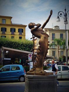 Sorrento, oraşul care te recheamă - Ioana Vesa Sorrento, Greek, Statue, Greece, Sculptures, Sculpture
