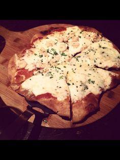 """Pizza """"frita"""" mitad gorgonzola mitad gambas"""