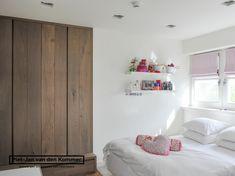 Luxe woonboerderij - Piet-Jan van den Kommer - meidenslaapkamer garderobe
